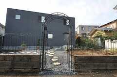 シェアハウスの門扉。(2012-11-13,周辺環境,ENTRANCE,1F)