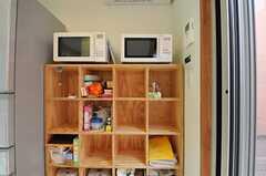 部屋ごとに分けられた食材などを置けるスペース。(2012-11-13,共用部,KITCHEN,1F)