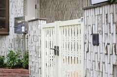 門扉の様子。(2013-05-13,共用部,OUTLOOK,2F)