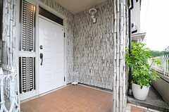 シェアハウスの正面玄関。(2013-05-13,周辺環境,ENTRANCE,2F)