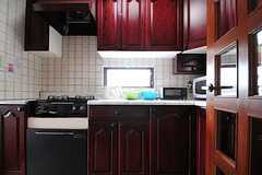 キッチンは廊下からダイレクトにアクセスできます。(2013-05-13,共用部,KITCHEN,2F)