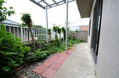 専用の庭付きです。(102号室)(2013-05-13,専有部,ROOM,1F)