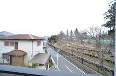 ベランダから見た景色。隣は小学校です。(203号室)(2016-02-24,専有部,ROOM,2F)