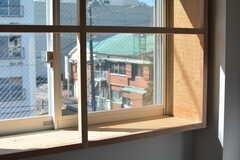 出窓にはものが置けます。(304号室)(2017-02-13,専有部,ROOM,3F)