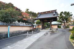 近くにはお寺があります。(2017-02-13,共用部,ENVIRONMENT,1F)