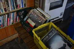古本屋さんはレコードも扱っているようです。(2017-02-13,共用部,ENVIRONMENT,1F)