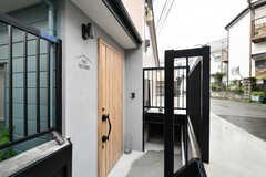 玄関ドアの様子。(2021-09-02,周辺環境,ENTRANCE,2F)
