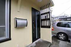 シェアハウスの正面玄関。(2011-10-05,周辺環境,ENTRANCE,1F)