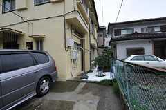 建物脇のある物干し場の様子。(2011-10-05,共用部,OTHER,1F)