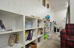 共用の本棚の様子。(2014-12-11,共用部,LIVINGROOM,1F)