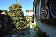 正面玄関までのアプローチはとても日本的な装い。(2013-01-11,共用部,OTHER,1F)