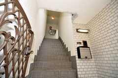 シェアハウスの正面玄関への階段。(2009-10-29,周辺環境,ENTRANCE,1F)