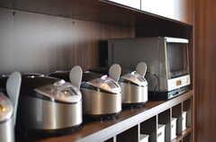 3台並んだ炊飯器。ウォーターオーブンもあります。(2012-03-22,共用部,KITCHEN,7F)
