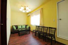 中2階にはソファの置かれたスペースもあります。(2011-07-06,共用部,LIVINGROOM,2F)