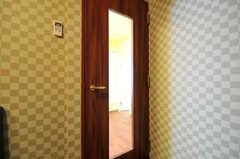 スチールドアは防音仕様です。(2011-07-06,共用部,LIVINGROOM,2F)