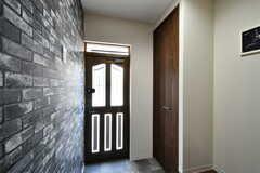 内部から見た玄関まわりの様子。(2021-06-01,周辺環境,ENTRANCE,1F)