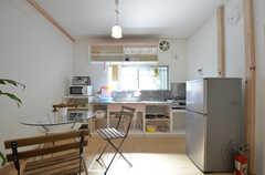 リビングはキッチンと一体になっています。(2014-08-06,共用部,LIVINGROOM,1F)