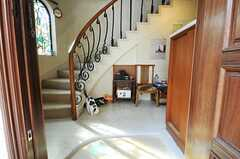 正面玄関から見た内部の様子。ネコがいます。(2013-02-20,周辺環境,ENTRANCE,1F)