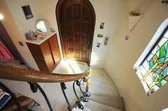 階段から見た玄関の様子。(2013-02-20,周辺環境,ENTRANCE,1F)