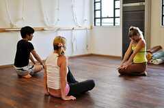 ヨガレッスンの様子2。入居者さんも参加可能です。(2010-08-22,共用部,PARTY,1F)