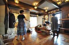 ファッション誌の撮影時の様子2。(2009-07-24,共用部,PARTY,1F)
