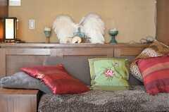 ソファとクッションの様子。(2013-02-20,共用部,LIVINGROOM,1F)
