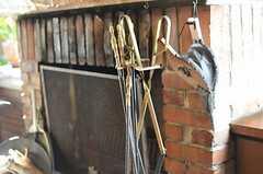 鞴(ふいご)や火箸もあります。(2013-02-20,共用部,OTHER,1F)