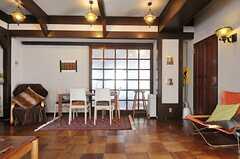 ヨガスタジオ側にダイニングテーブルが置かれています。(2013-02-20,共用部,LIVINGROOM,1F)