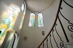 階段上は吹き抜けになっています。(2013-02-20,共用部,OTHER,2F)
