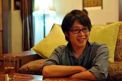 インタビュー時の様子。(2010-08-18,共用部,PARTY,1F)