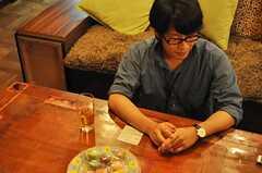 インタビュー時の様子2。(2010-08-18,共用部,PARTY,1F)