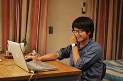 専有部でくつろぐ入居者さんの様子。(206号室)(2010-08-18,専有部,ROOM,1F)