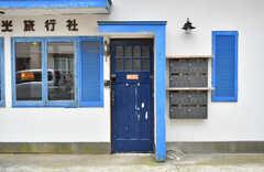 シェアハウスの玄関ドア。(2020-01-31,周辺環境,ENTRANCE,1F)