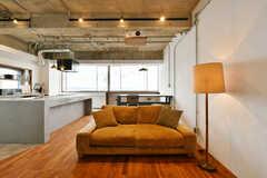 大きなソファが設置されています。(2020-01-31,共用部,LIVINGROOM,2F)