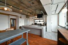 造作キッチンのリビング側はカウンターとして使えます。(2020-01-31,共用部,LIVINGROOM,2F)