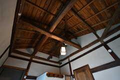 天井は抜いてあるので開放感があります。(201号室)(2020-01-31,専有部,ROOM,2F)