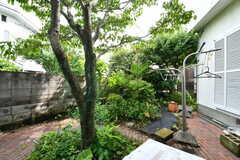 庭の様子。庭には物干しスペースが用意されています。(2017-06-22,共用部,OTHER,1F)