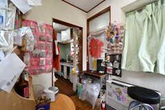 リビングの様子2。奥がキッチンです。(2017-06-22,共用部,LIVINGROOM,1F)