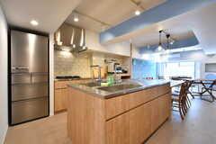 キッチンはアイランド式です。(2018-01-17,共用部,KITCHEN,1F)