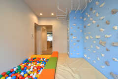 床にはクッションが設置されているため、ちいさな子供でも安心です。(2018-01-17,共用部,OTHER,1F)