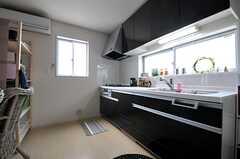 キッチンの様子。(2013-09-30,共用部,KITCHEN,2F)