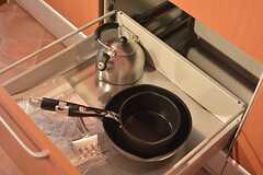 鍋類は引き出しに収納されています。(2015-02-25,共用部,KITCHEN,1F)