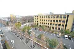 ベランダからの景色。隣は大学の敷地です。(611号室)(2015-02-25,専有部,ROOM,6F)