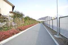 JR横浜線・淵野辺駅からシェアハウスへ向かう道の様子。(2015-02-25,共用部,ENVIRONMENT,1F)