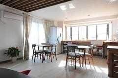 リビングの一角はキッチンになっています。(2012-09-19,共用部,LIVINGROOM,3F)