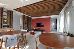 リビングを中心に、廊下は2手に分かれています。(2012-09-19,共用部,KITCHEN,3F)