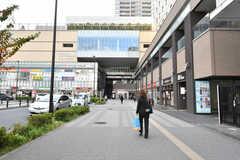JR・鶴見駅前の様子。駅ビルが充実しています。(2020-11-09,共用部,ENVIRONMENT,1F)