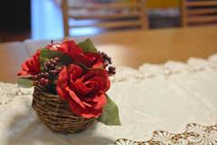 花が飾られています。(2015-03-31,共用部,LIVINGROOM,1F)