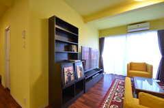 本棚も設けられています。(2015-03-31,共用部,LIVINGROOM,1F)