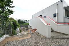 階段を下ると建物の裏手に出られます。(2017-08-09,共用部,OTHER,3F)